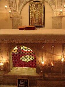 圣尼古拉的圣髑之灵柩