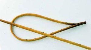 1 2 1 300x165 - Поделки своими руками из газетных трубочек