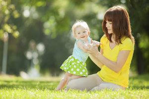 458858845 300x200 - Чему учить ребенка 3 лет? Вместо букв и цифр – прятки и игры с мячом