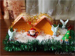 domik deda moroza 300x225 - Новогодние ёлочные игрушки своими руками