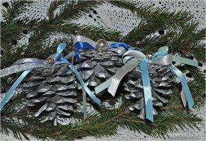 igrushki iz shishek 300x205 - Новогодние ёлочные игрушки своими руками