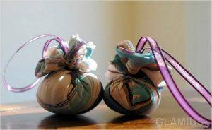 myagkie shary na elku 300x184 - Новогодние ёлочные игрушки своими руками
