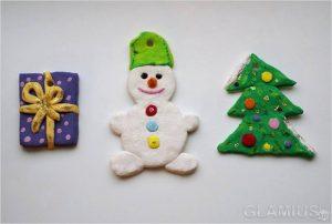 prostye podelki iz solenogo testa 300x202 - Новогодние ёлочные игрушки своими руками