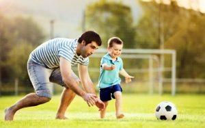 papa i sun igrayut v futbol 300x187 - Воспитание сына – как вырастить настоящего мужчину?