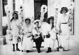 original 300x209 - «Белый цветок»: учим детей милосердию