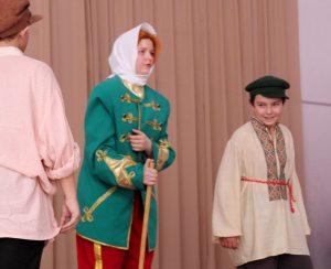 IMG 0022 300x244 - Воспитание школьным театром: детям важно показывать разные стороны жизни