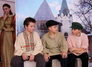 IMG 0057 300x220 - Воспитание школьным театром: детям важно показывать разные стороны жизни