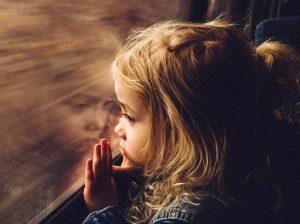 train window little girl 300x224 - Детские тревоги и страхи: перерасти и расти дальше