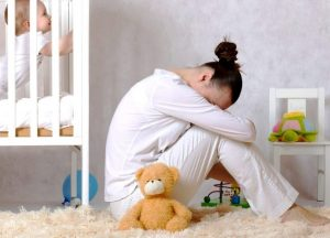 shutterstock 614707322 min 300x216 - Послеродовая грусть и послеродовая  депрессия:  в чём разница и как  избежать?