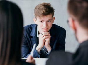 shutterstock 1412213018 300x223 - Первая работа выпускника: когда важно вовремя остановить собеседование?