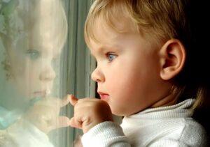 malchik 300x211 - Психиатр Наталья Мищенко: «Защитим детей от нелюбви»