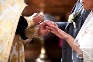 religious wedding 223977 300x200 - Как создать хорошую семью: ждать или действовать?