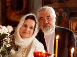 i 2 300x224 - Между Богом и мужем: вторгается ли Церковь в жизнь семьи?