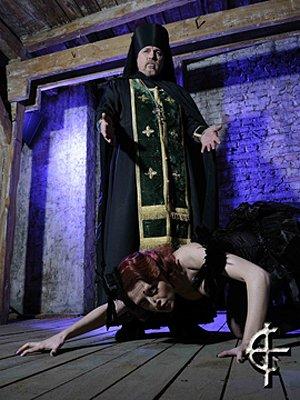 Священник и грешница  фотография