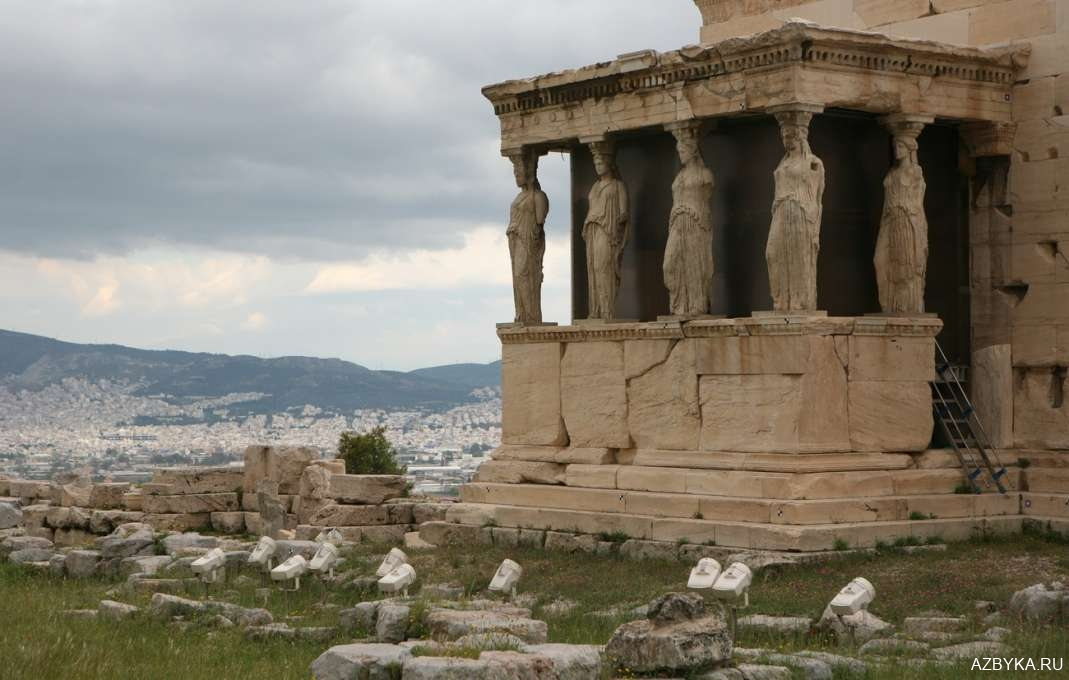Фрагменты античного храма