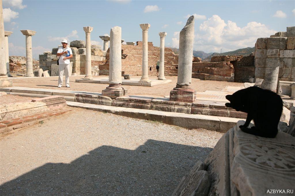 Руины храма-усыпальницы святого Апостола и Евангелиста Иоанна Богослова