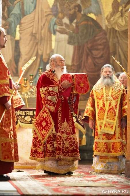 Епископ на великом входе