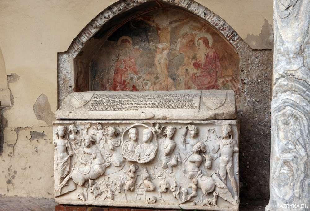 Античный саркофаг
