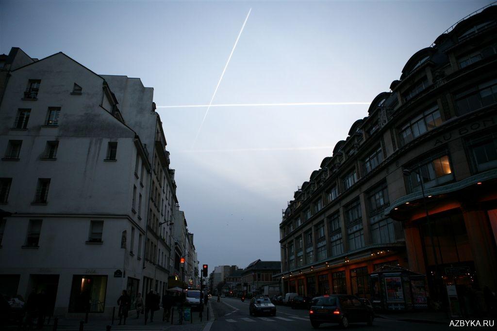 Крест в небе над Парижем