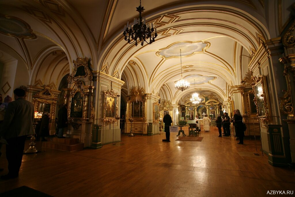 Интерьер нижнего храма Никольского собора в Санкт-Петербурге