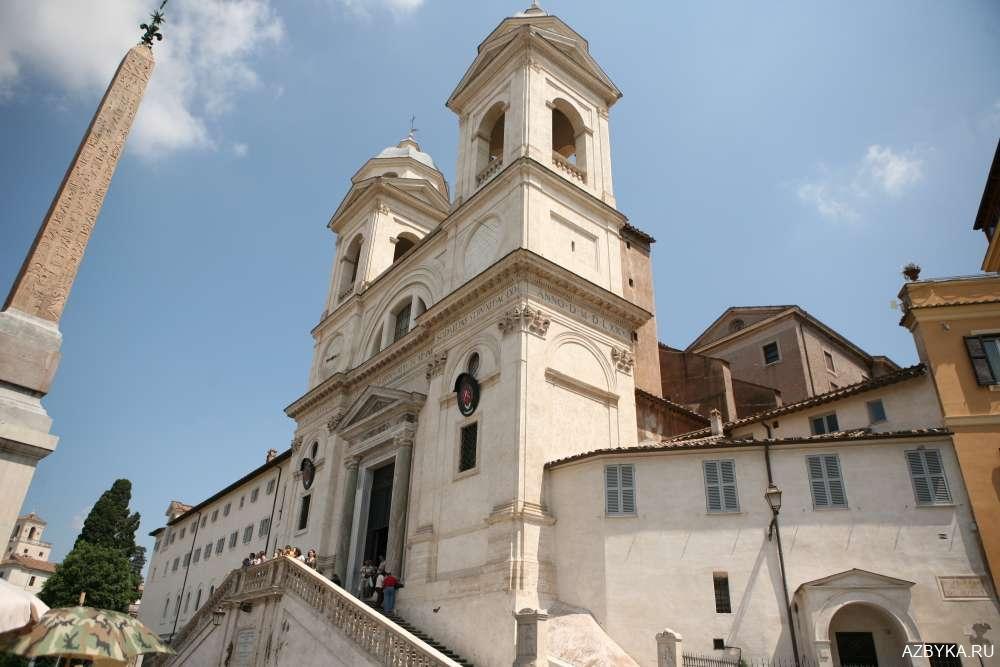 Церковь Тринита-деи-Монти, то есть «Троицы на горе».
