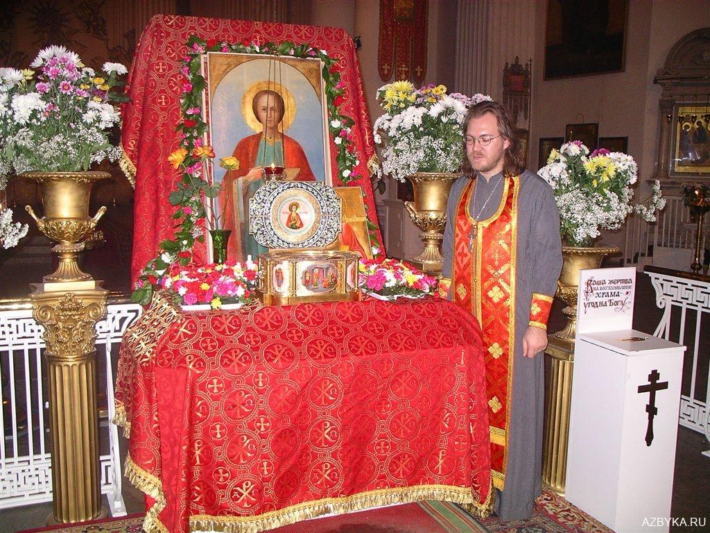 Частица мощей святого великомученика и целителя Пантелеимона
