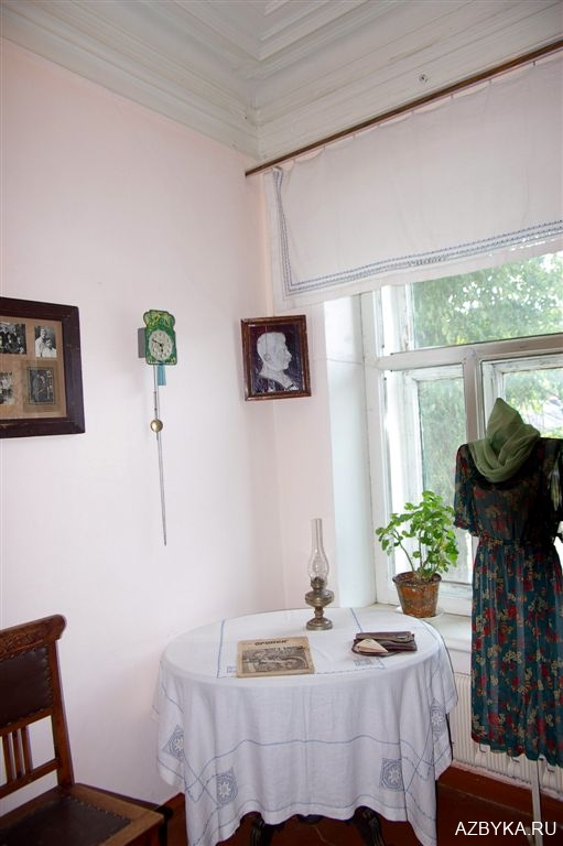 Типичная комната советского служащего 30-х годов.