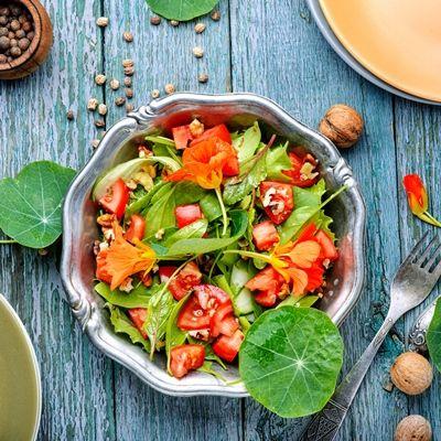 Салат из настурции легкий