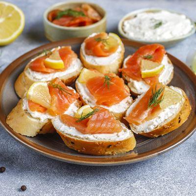 Бутерброд с рыбой на сливочном сыре