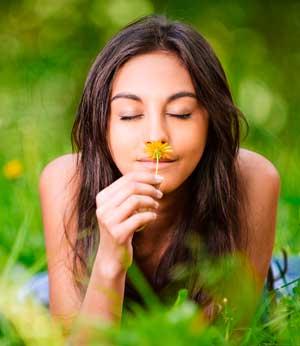Почему женщины лучше мужчин различают запахи?