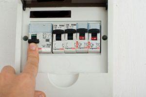 How to install light switch08731 500x334 300x200 - Первая помощь человеку, получившему электротравму