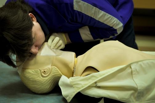 504x284 1Os3MFStwSOoWNzw5021 - Как спасти человека, когда у него нет сознания, дыхания, пульса