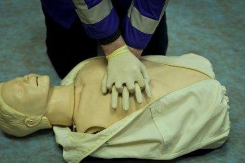 504x284 kxL5jvv6daYlUSHwFtLO - Как спасти человека, когда у него нет сознания, дыхания, пульса