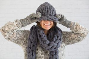 smiling lady mittens scarf hat eyes 23 2147987602 300x200 - Сказки про «зимний напиток» или Мифы о глинтвейне
